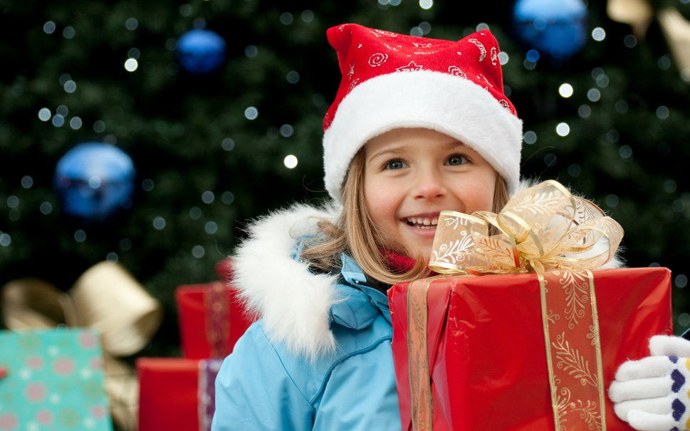 201465__new-year-celebration-new-year-kids-girl-gift-red-box-golden-ribbon-bow-blue-jacket-hat_p